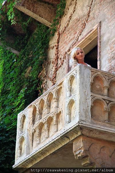 花6歐可以登上陽台 但下面人山人海  還浪漫得起來嗎.JPG