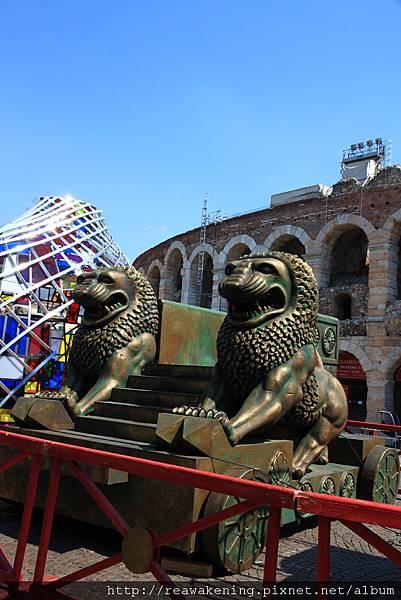故事背景在埃及  果然道具都很有埃及味 人面獅身像.JPG