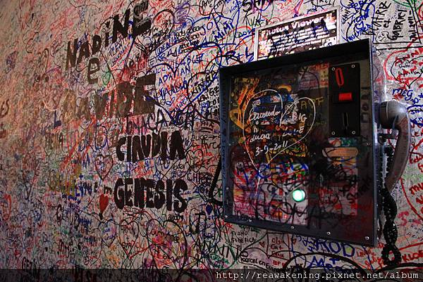 看看看 浪漫的走廊變成恐怖的塗鴉牆.JPG