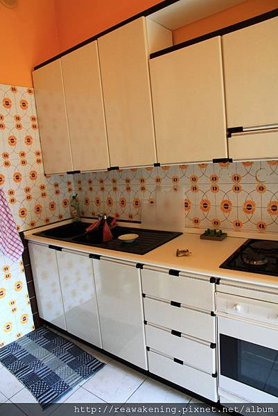 0814 乾淨又整齊的小廚房 可惜不在這裡久住 無法開伙