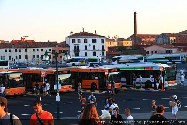 0815 威尼斯公車站 這三天都要憑聯票從這裡出入