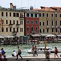 0815 搭火車抵達Venice 一下車便感到人潮與悶熱
