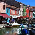 0816 因島上五顏六色的房屋得名 據說是要讓漁夫回港時能清楚辨認自己的家