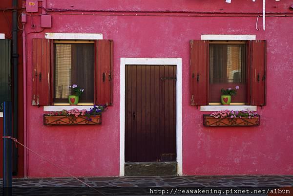 0816 就是這間啦 實在是太可愛的小窗台和花盆