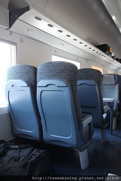 要離開囉 搭上往米蘭的火車.JPG