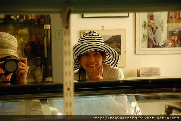 0727 這是對著櫃檯的鏡子拍的 好好玩耶