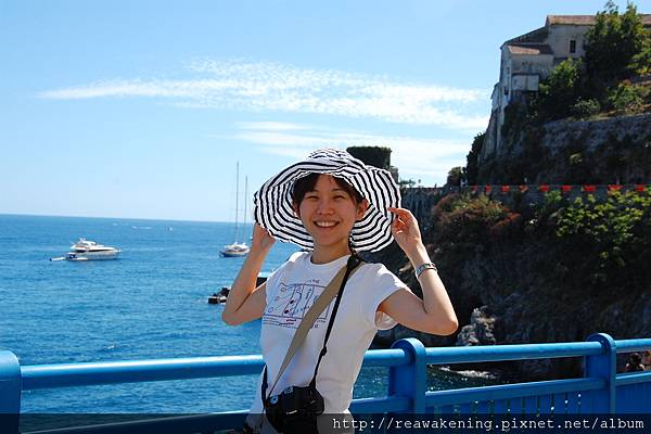 0727 準備從Atrani走到Amalfi 海水好藍好美