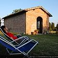0804 悠閒躺在莊園後院的躺椅上
