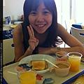 0731 每天的早餐都是自行取用  硬硬的烤土司