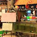 120226 櫃台看起來好像賣章魚小丸子的攤販