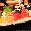 120413 豪華生魚片 鮪魚與鮭魚