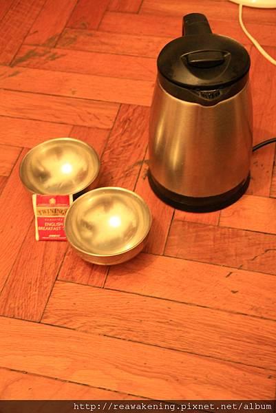 充滿溫暖的愛心電熱水壺