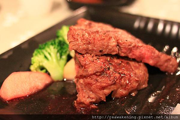 120330 主菜來囉--陶板香煎牛肉