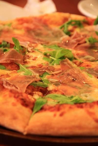120916 帕瑪火腿芝麻葉pizza 2