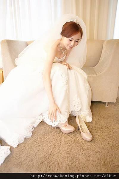 穿上婚鞋,準備踏入人生下一個階段