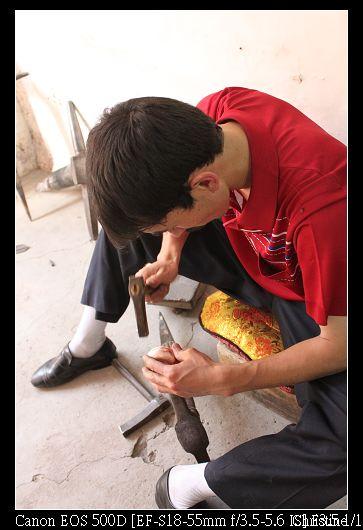 專心製作銅器的工匠2