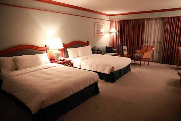 0123兩個人睡這麼大間房