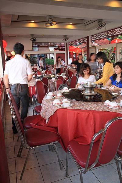 餐廳裡  吃中式合菜