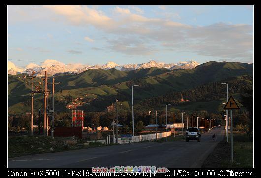 遠方的山頭有很美很美的積雪