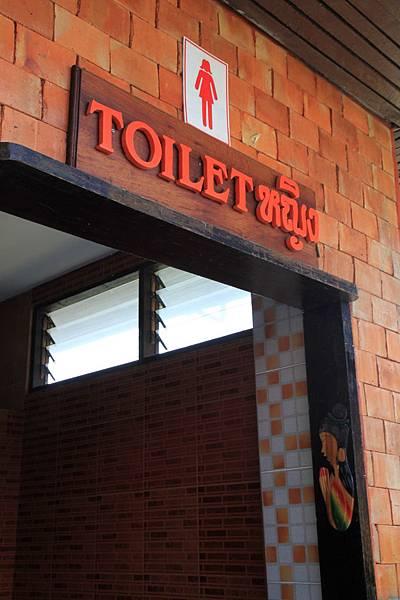 很漂亮的廁所門口