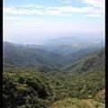 山頂俯瞰的景色 風超大