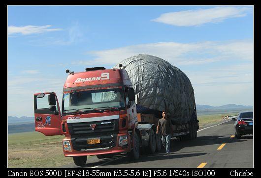 超誇張的超載大貨車