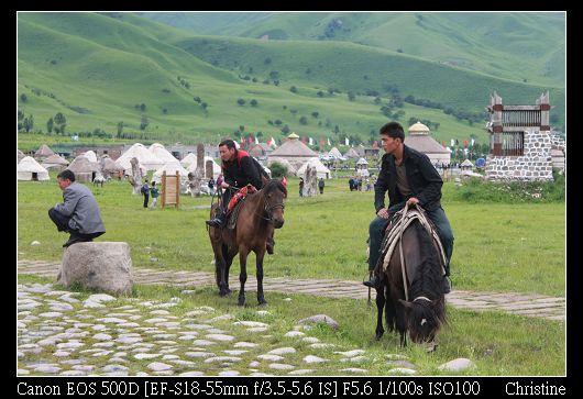 到處都有人在騎馬
