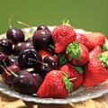 0202 好好吃的櫻桃和草莓