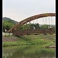比較舊的吊橋  有點像貧窮版的利澤簡橋