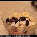 1129 還沒加醬的水果優格