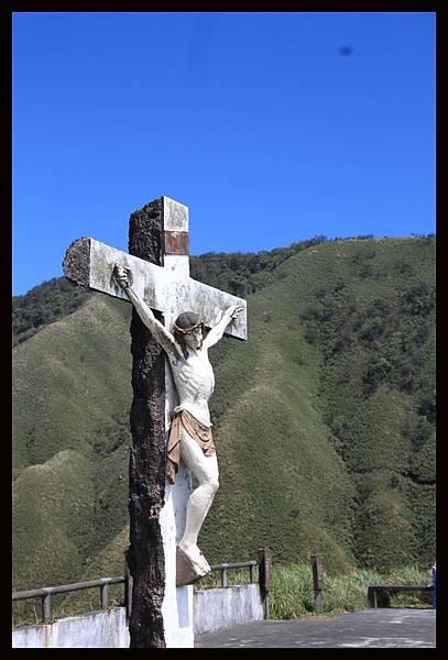 山頂有耶穌受難像