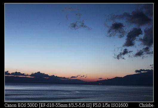 一早爬起來看日出  但雲層太厚看不到