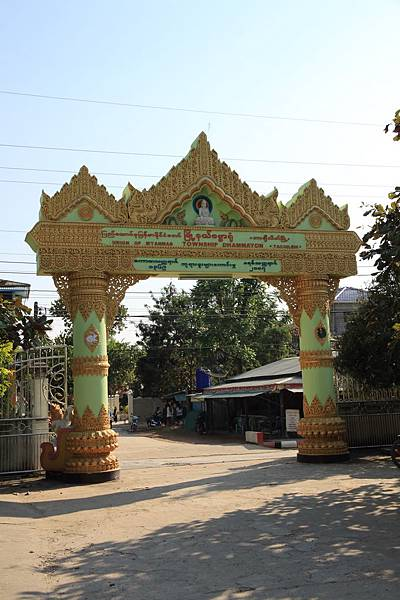緬甸--大金寺外面的牌樓