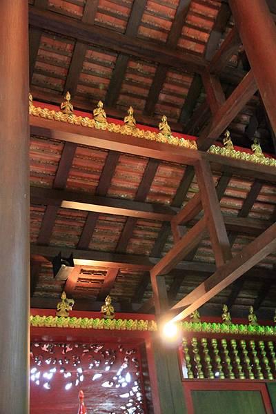 樑柱上也有小佛像