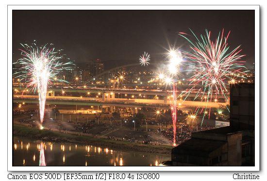 0101 後來發現大佳河濱公園的煙火比較好看2