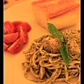 0102 晚餐的主角--青醬雞肉義大利麵