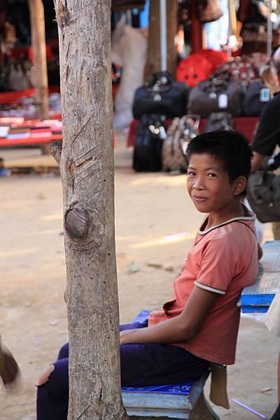 可愛的寮國小朋友