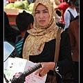很美的回族婦女 包著頭巾