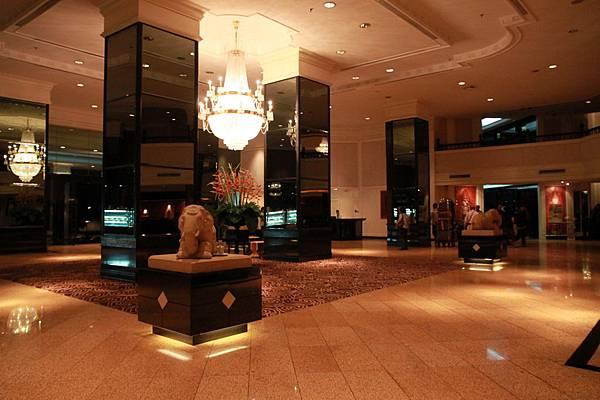 0123第一天下榻的旅館大廳--Holiday Inn