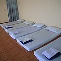0123大家就躺在這小床上按摩