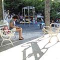 98.07.12 公園 (11).JPG