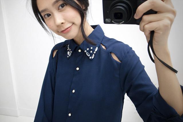 貓咪曬月亮【B11618J】領邊寶石露肩襯衫-藍色-330-1