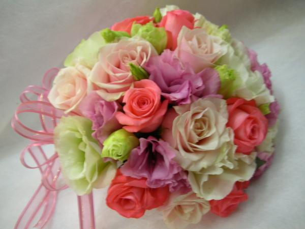 但這次我挑了二種品種等級和顏色不一樣的玫瑰花來搭配!