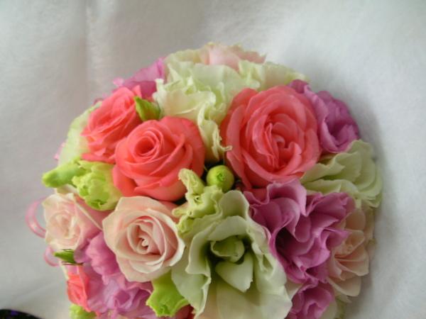 所以說,一分錢一分貨!頂級的玫瑰不但花瓣較多較大,也比較有質感!
