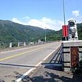 074給車走的紅色羅浮橋.JPG