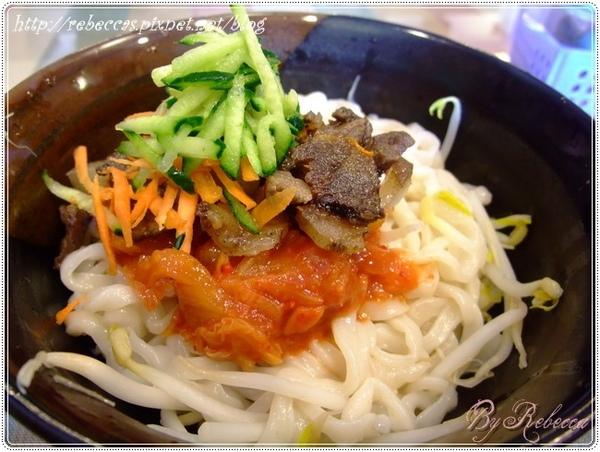 0207_1023很大一碗的泡菜鹹肉麵.JPG