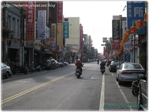 0208_1011早上的街道是冷清的.jpg