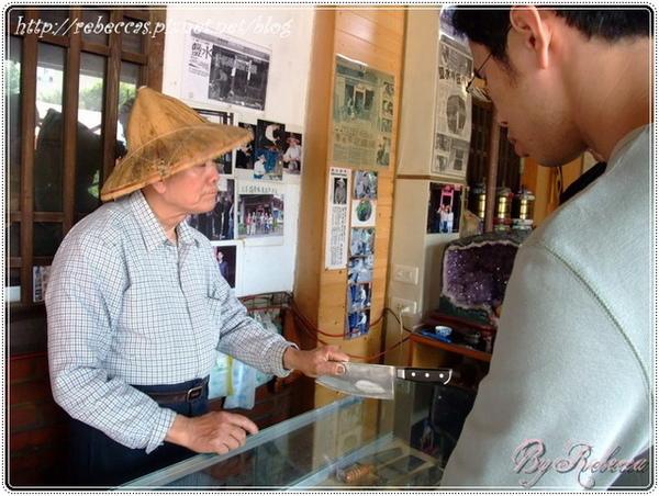 0208_3025阿伯會問你從哪裡來 剛剛也有那個地方來的跟我買好幾把菜刀.JPG
