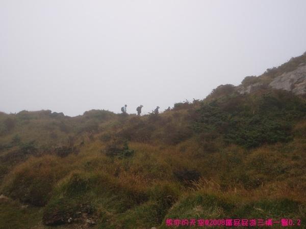 D2_041不辭風霧雨的登山客.JPG