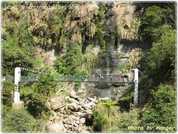 222_0088遙望對岸的吊橋.JPG